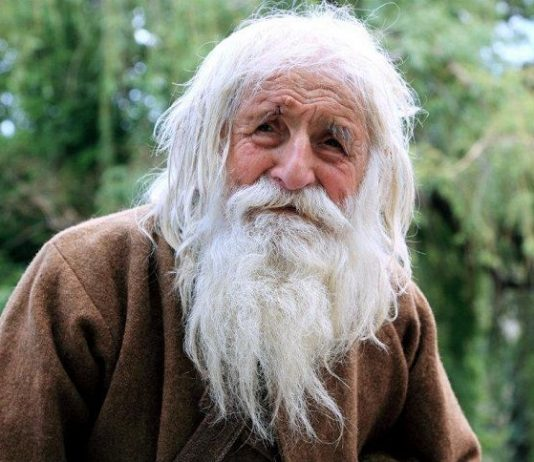 103-Year-Old Man Earns Thousands by Begging but Keep None