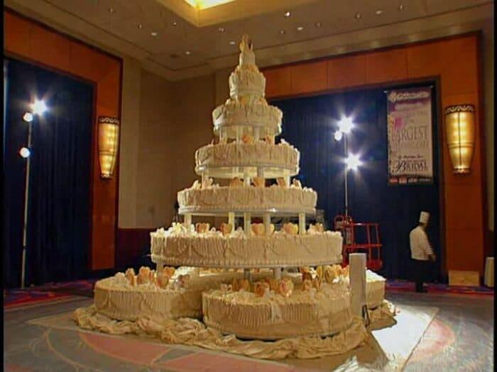 world's largest wedding cake