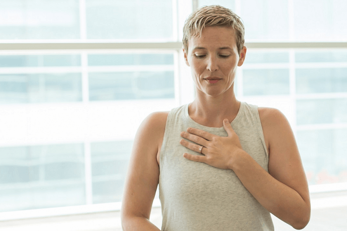 Elongated exhale to control chronic pain