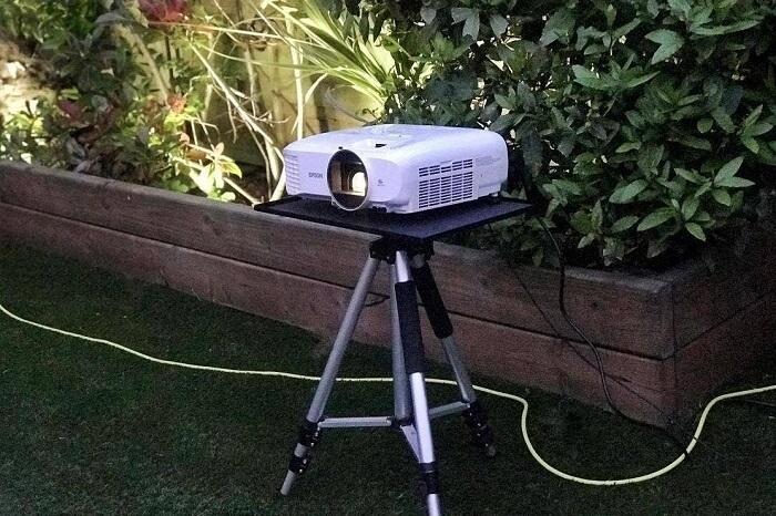 Outdoor Projector - DIY Backyard Movie Theatre