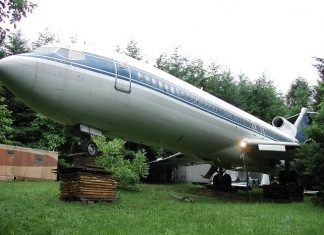 A Retired Engineer Turns a Plane into Home